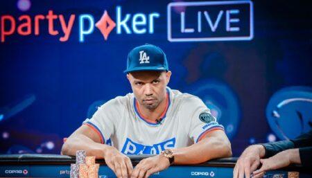 Cậu bé da đen trở thành ông vua Poker thế giới
